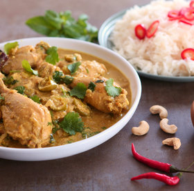 Korma (White, nutty and aromatic curry)